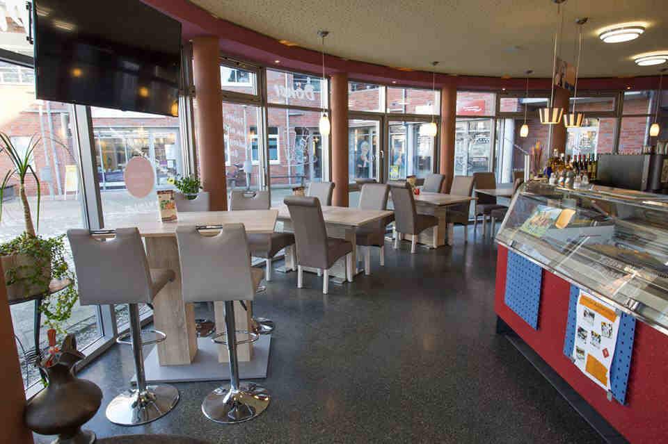 bestuhlung fr cafe cheap image may contain food with bestuhlung fr cafe elegant foto des. Black Bedroom Furniture Sets. Home Design Ideas